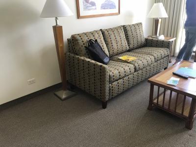 このソファーがベッドに変わります。