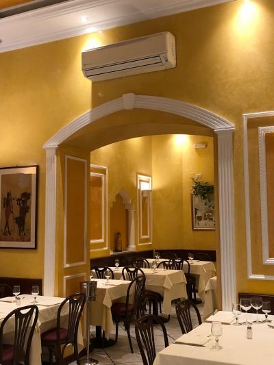 フレンドリーで、居心地の良いレストラン