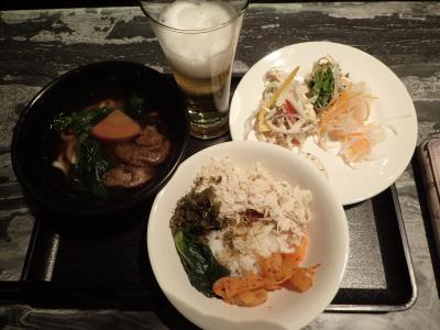 ベジタブル麺と鶏肉飯がおすすめ