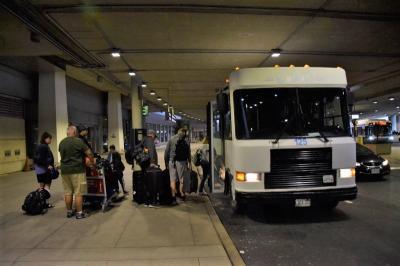 ピアソン空港第一ターミナルから出る無料シャトルバス
