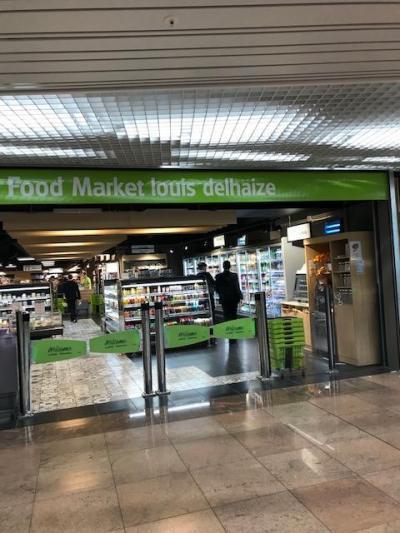 ブリュッセル空港のスーパー