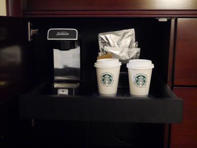 コーヒーメーカーとスタバのコーヒー