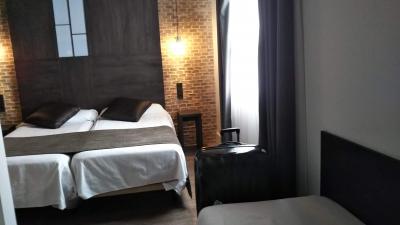 ボケリア市場すぐそばの便利なホテル