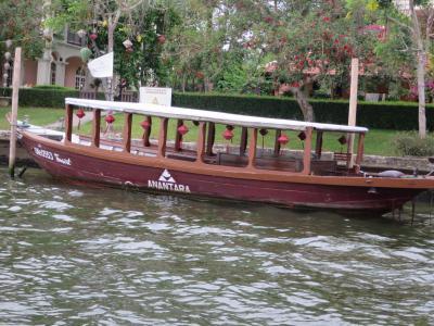 トゥボン川クルーズアナンタラホイアンの船