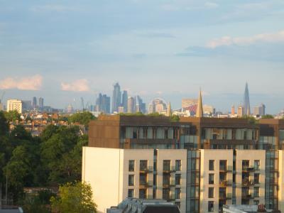 遠くにロンドンアイも見えます。