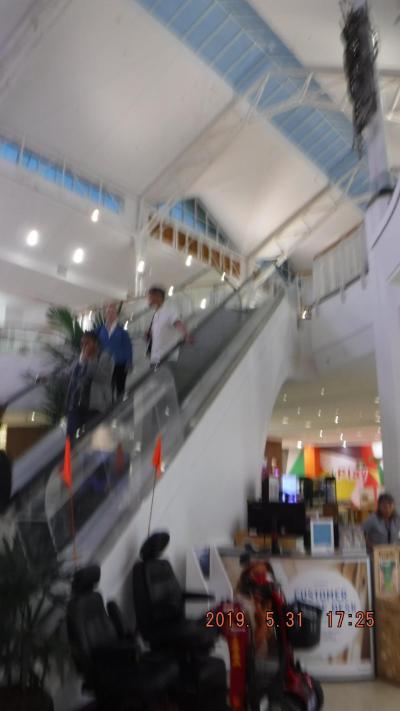 セントラル駅構内に有る大型スーパー