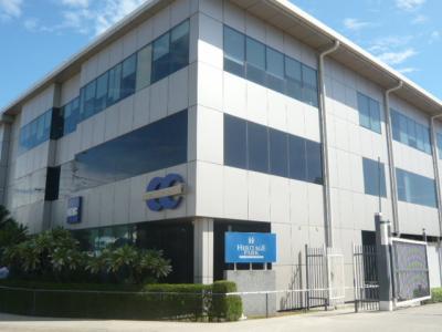 ホテルの入口の一角には、アジア開発銀行の建物があります。
