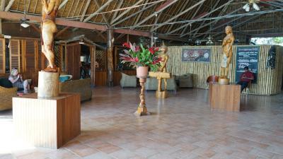 キング・ソロモンホテルの特徴は、鮮やかなミクロネシアの調度