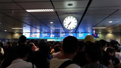 混雑がひどくなると、入場規制されます