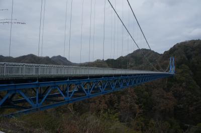 コンクリート造の立派な橋。「吊り橋」をイメージしていくと、ちょっと違うかも