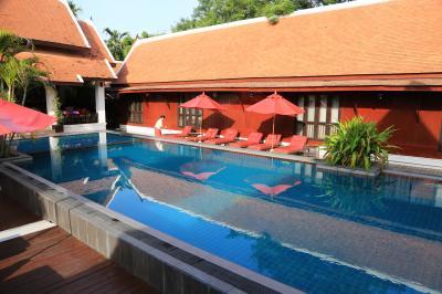 タイ様式の建物が良い感じの雰囲気
