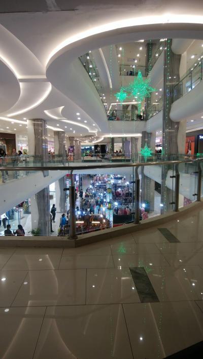 マリオボロ通り沿いのショッピングモール