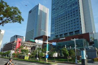 台北からMRTだと20分位。高鐵(台湾新幹線)、在来線台鉄も乗り入れる便利な駅です。