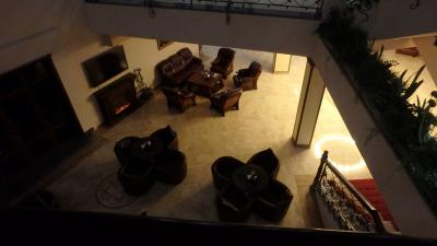 2階からロビーを見下ろす