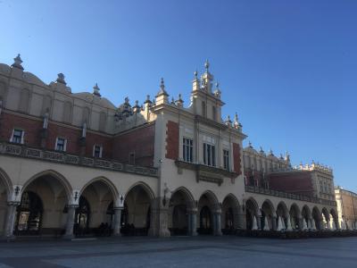 クラクフの中央市場広場のシンボル的存在です。