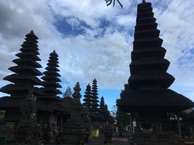 美しい寺院です。幾つもの塔が連なりその姿は荘厳!