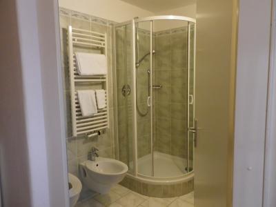 浴室。バスジェル、ハンドソープ、ドライヤー有り