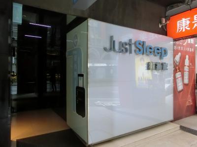 現代的なホテルで清潔、静かです。日本語も少し通じます。