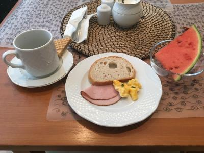朝食はビュッフェ、スイーツは美味しかった(個人的見解)