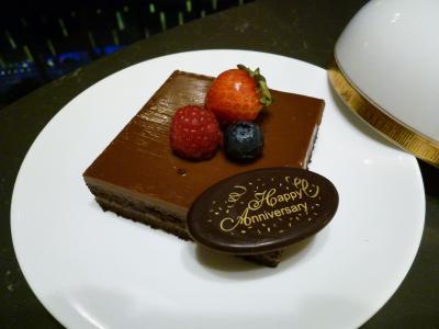 記念日宿泊で部屋に届けられたケーキ