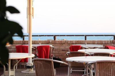 江ノ島を望む絶景のレストラン