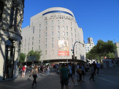 お土産購入で日本人観光客にも人気の、スペインを代表するデパート