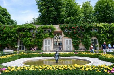 ミラベル庭園は人物を入れての写真が素敵です(シェーンブルンより) 是非!!