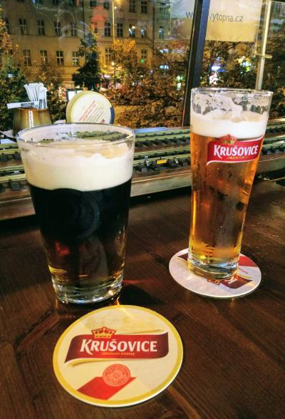 模型列車がビールを運ぶ! Railway restaurant Vytopna プラハ