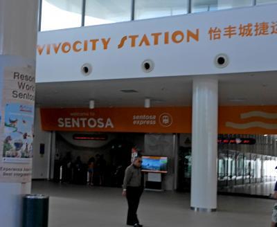 4ドルの乗車券で,島内乗り放題 Vivocity駅の券売機はクレジットカード対応のみ