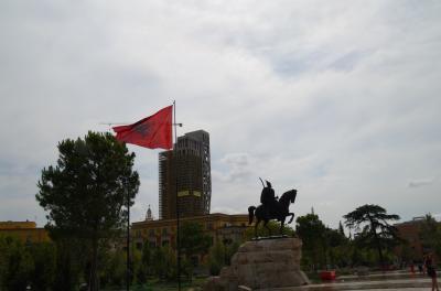 ティラナの中心部にある広場