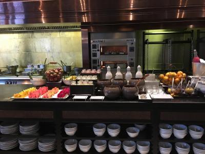 朝食はメイン料理がオーダー制で、あとはビュッフェスタイル