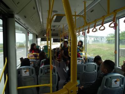 空港から無料バスで10分