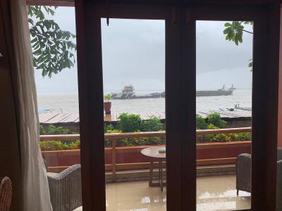 川沿いのステキなリゾートホテル