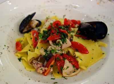 トスカーナの郷土料理のレストラン、Ristorante Il Ricettario 。ヴェッキオ橋に向かう途中の路地裏のお店。Gli Stracci alla Trabが最高に美味しかった。