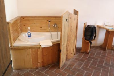 ベッドルームにある浴槽