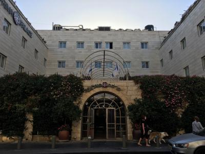マハネ・イェフダ市場に近い、ユダヤの文化を感じさせるホテル
