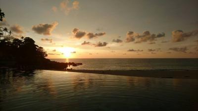 プールからの夕日