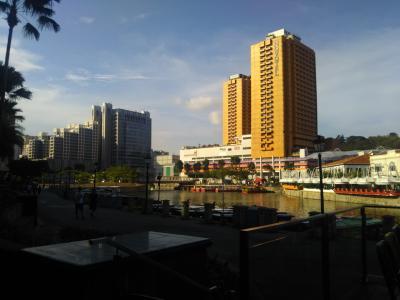川沿いのテラス席が最高