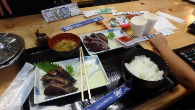食べ物は豊富だが、混雑時は座席確保が大変。