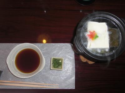 桂川を眼下に個室でじっくり味わう湯豆腐