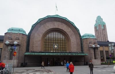 首都の中心駅で空港から直通。徒歩圏内も充実の駅。