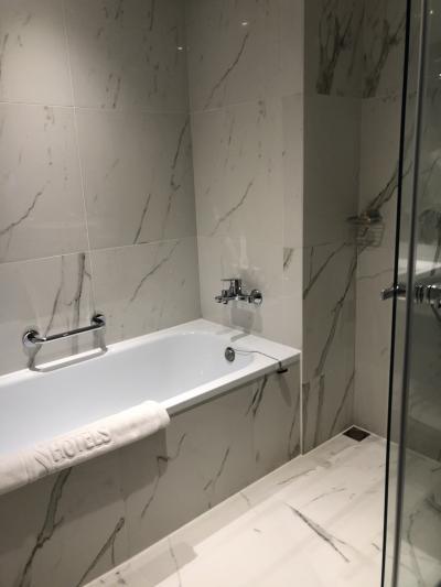 お風呂。洗い場とバスタブが日本のように使いやすい。
