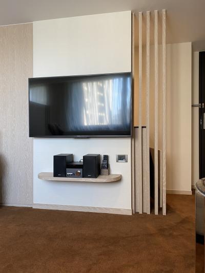 ソファ前のテレビ。テレビはどちらもSONY製。