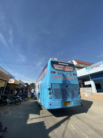 エカマエバスターミナルからバスで4時間。やっと到着したサメット島への窓口。