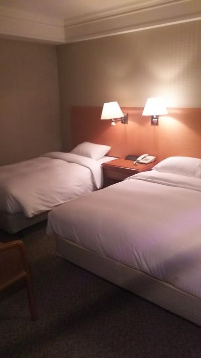 3人部屋は、ダブルとシングルが1台ずつ