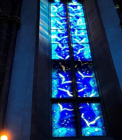 シャガールの青いステンドグラス