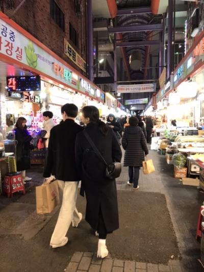 観光客いっぱいの夜市場