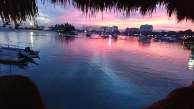 ホテルのビーチからの夕焼け