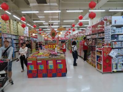 品揃えが豊富なスーパーマーケット、ここは綺麗で大きいです