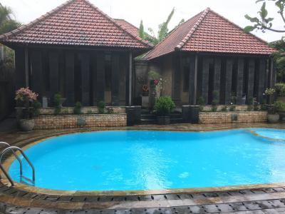 バンガローのプール